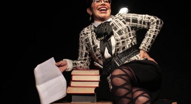 la-profesora-rosalba-scholasticus-ditirambo-teatro-2019